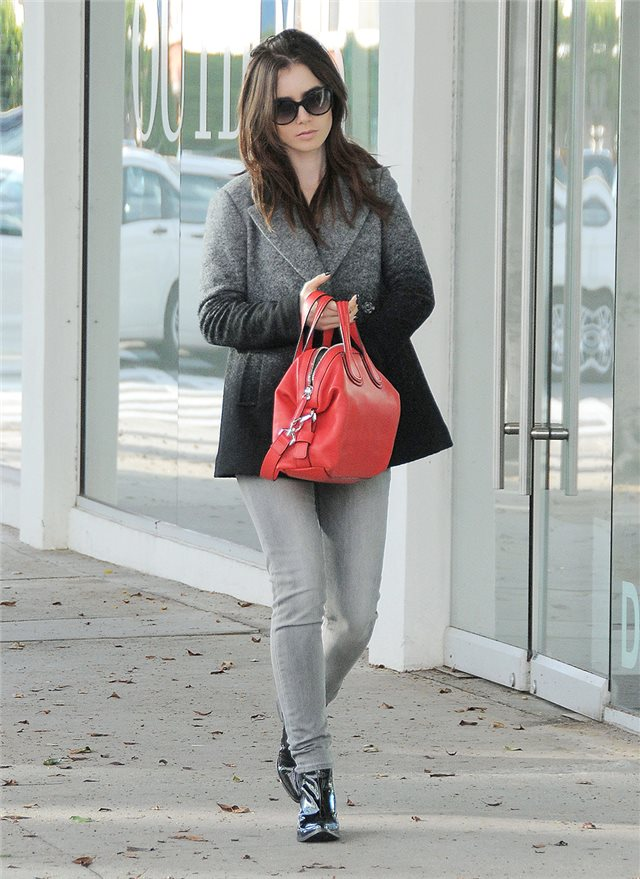 Lily Collins, de Armani Exchange