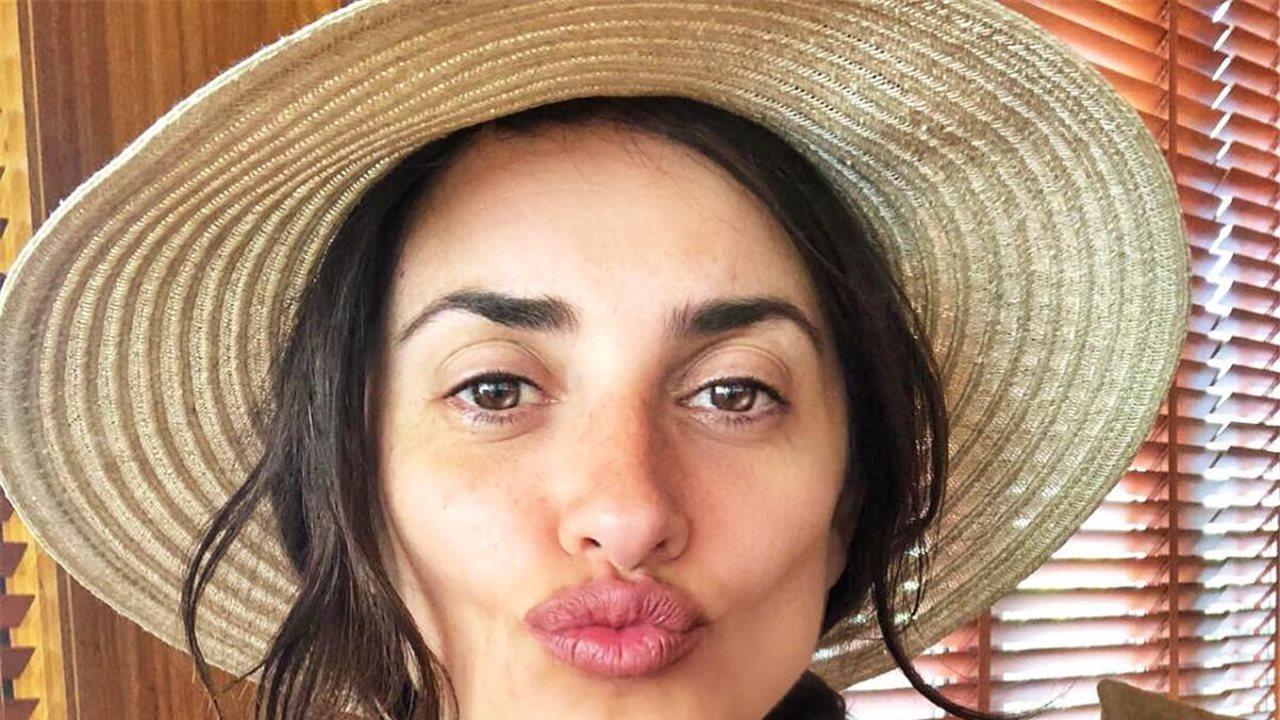 Risultati immagini per Penélope Cruz abre una nueva tienda de Carpisa en Dubai