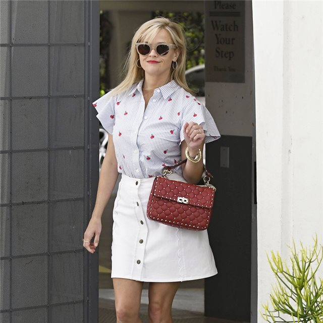 Reese Witherspoon, con look estival
