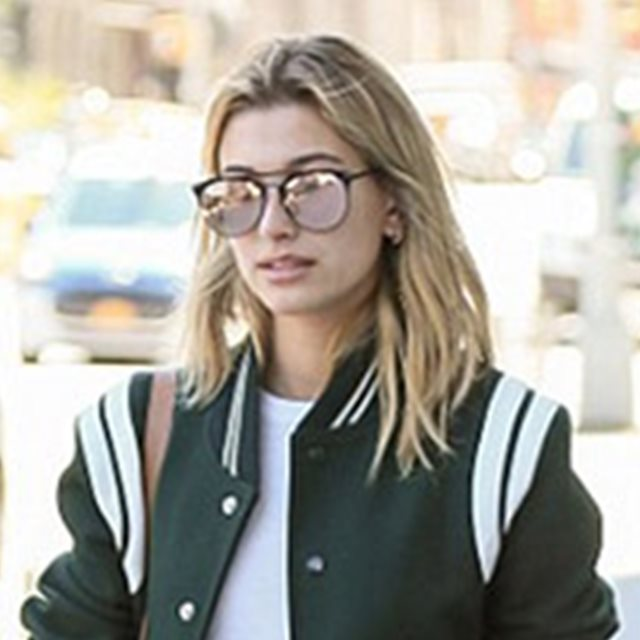 Hailey Baldwin, de Saint Laurent