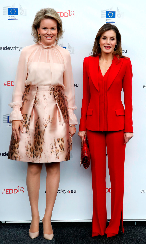 54f2e94b7 Traje chaqueta de mujer rojo: un básico primaveral de Letizia Ortiz ...