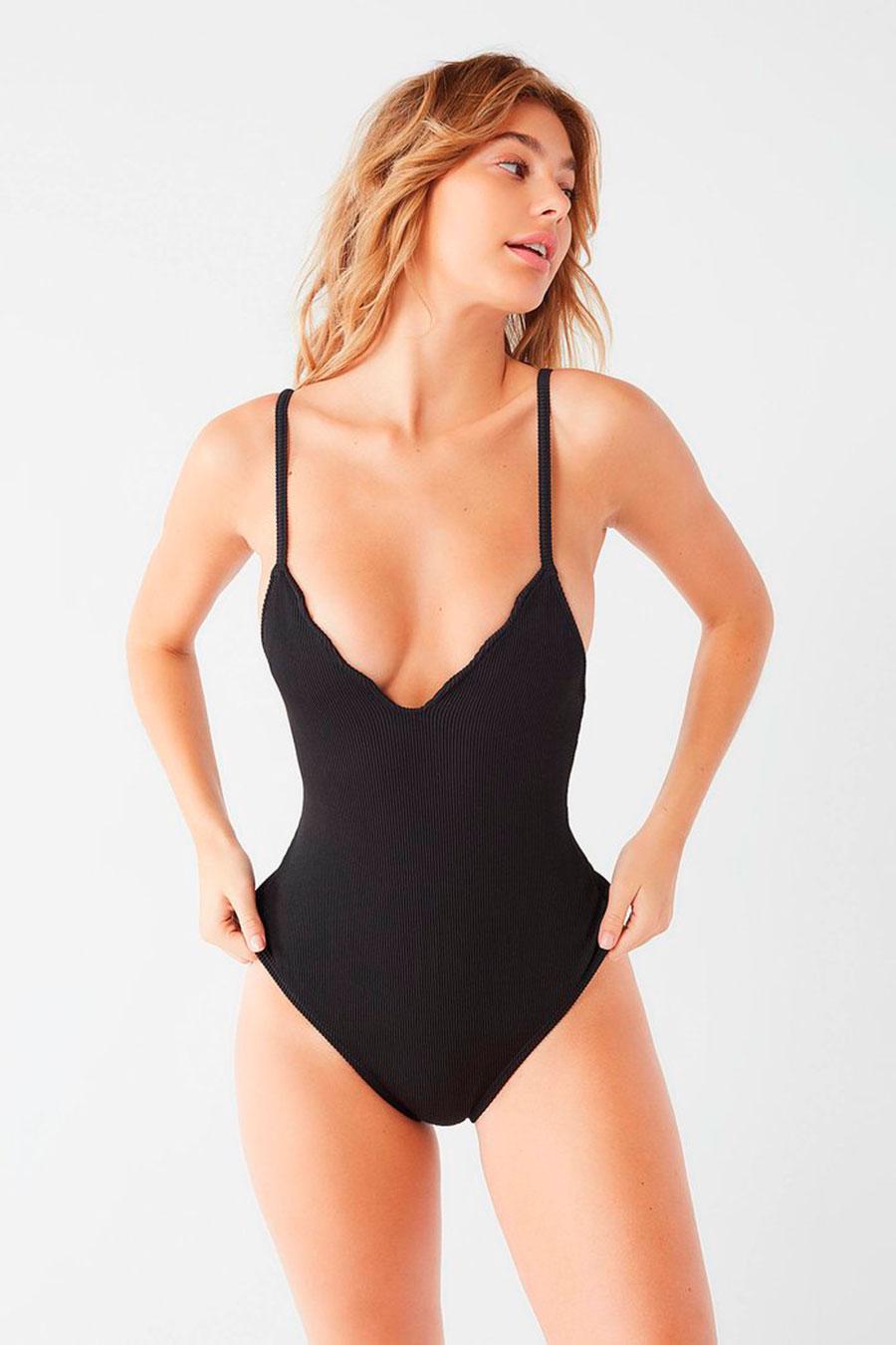 872ae051f78 bañadores-biquinis-poco-pecho-urban-outfitters. Bañadores mujer con cuello