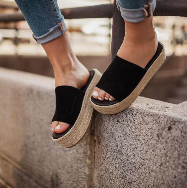 7c73bf7ec5b colores de uñas verano 2018 blancas para sandalias negras. 1. Color de uñas  blanco