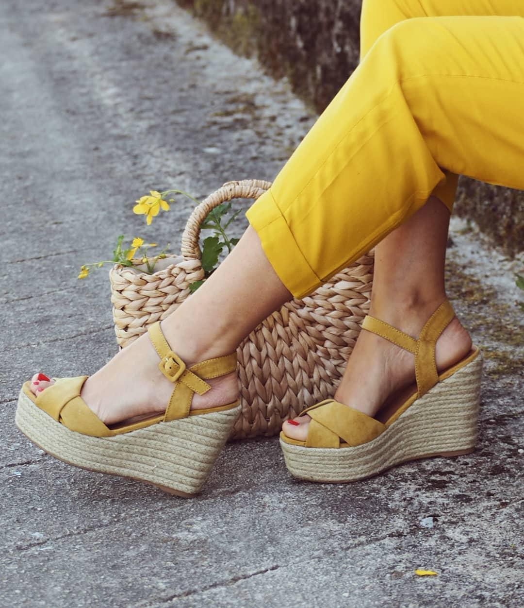 d9901cd8 Si hay una calzado clásico de esta estación, esos son los zapatos de mujer  con cuña de esparto. Además de ser cómodos y versátiles, encontrarás una  multitud ...