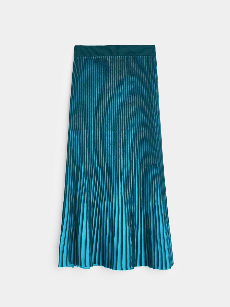642a9f001e Falda acanalada bicolor de Uterqüe. Falda plisada bicolor de para el día y  la noche