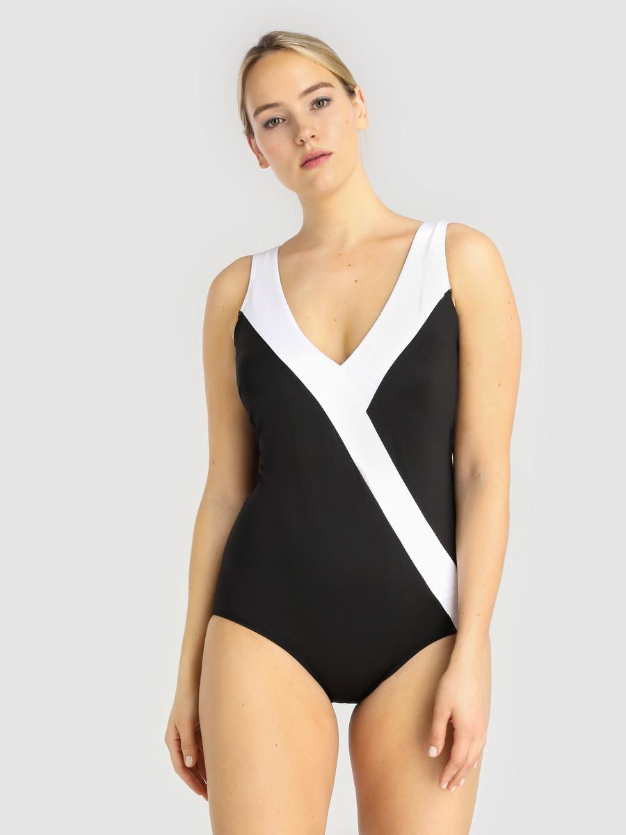 10ad352a5adb Bañadores y bikinis de tallas grandes: dónde comprarlos en rebajas ...
