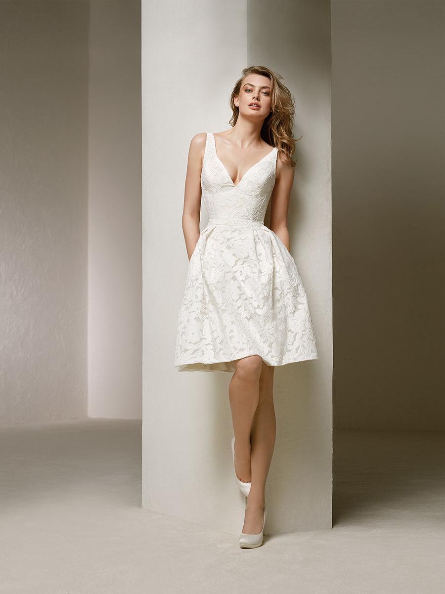 1e120da49 vestido corto de novia pronovias. El clásico y elegante vestido de novia  corto