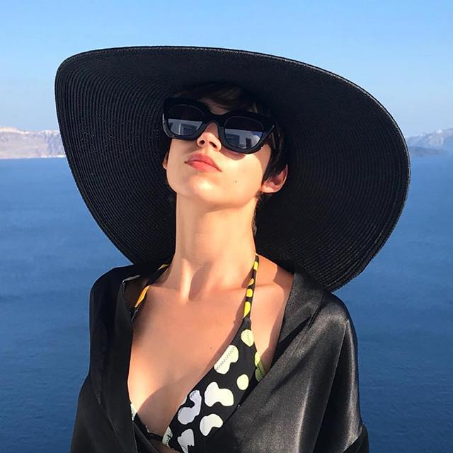 Úrsula Corberó recupera el accesorio de moda del otoño pasado  ¿vuelven las gorras  marineras df3d8f7c8ab