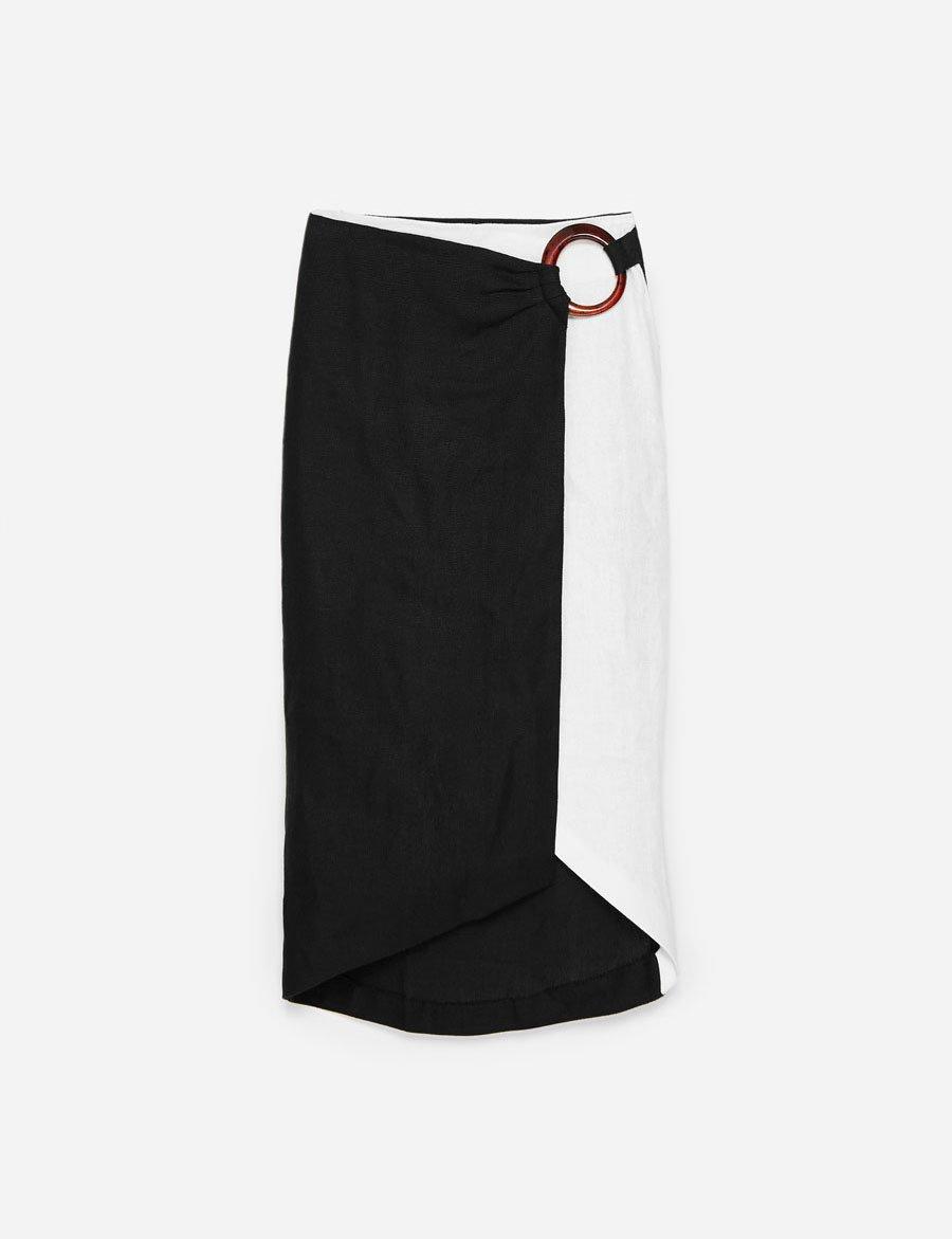9ff83dad68d falda blanco y negro Uterque. El binomio perfecto para las faldas de nueva  temporada