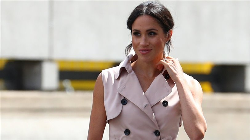 meghan markle trench sin mangas