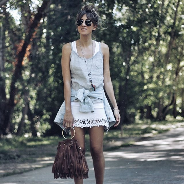 5 looks de verano perfectos con minifalda blanca, por 'Look and chic'