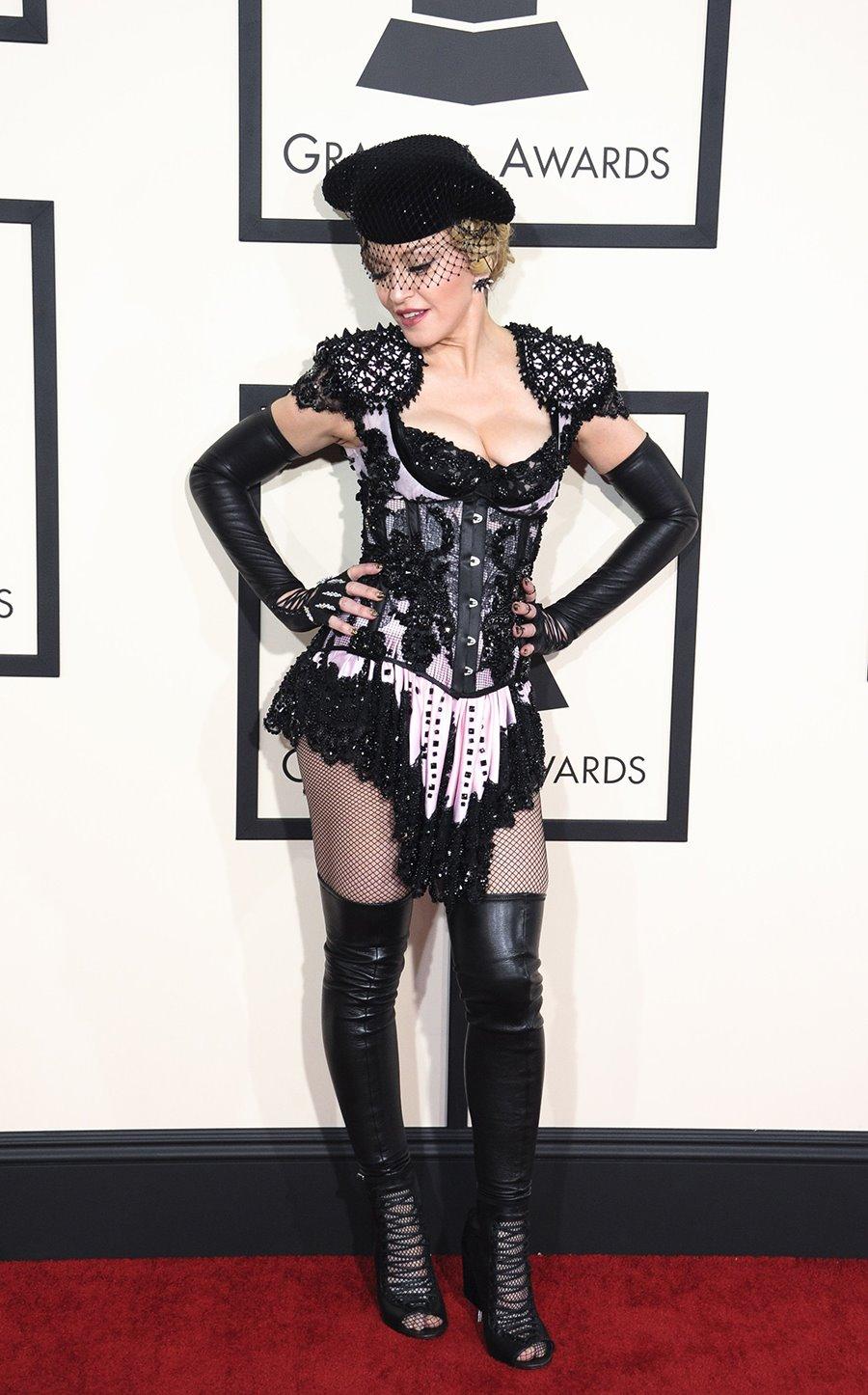b27c7371f3 Si algo tiene Madonna, además de cantar como los ángeles, es que ha sido y  será uno de los iconos de moda y estilo que nunca perecerá.