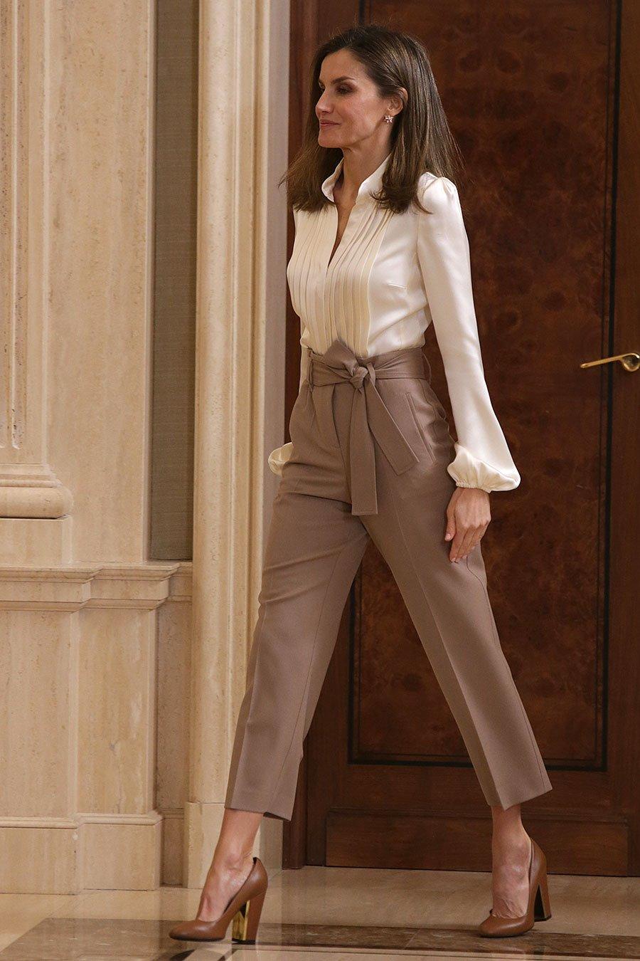 Pantalones De Mujer Que Estilizan Los Paper Bag