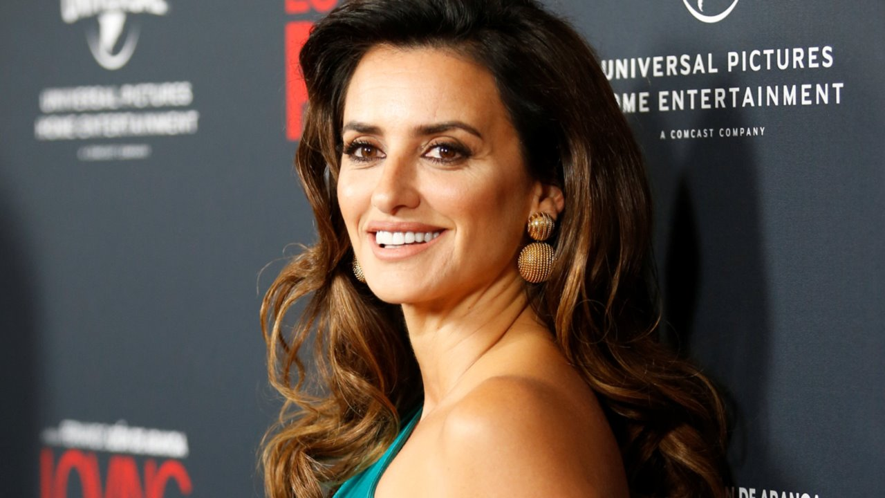 penelope-cruz-loving-pablo-premiere-angeles
