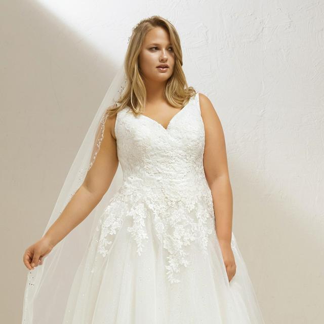 72030422c ... H M vuelven a estar a la venta. Relacionado. Pronovias lanza una  colección de vestidos de novia de tallas grandes