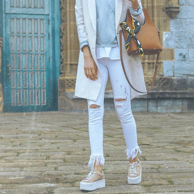 5 looks con pantalones blancos: los jeans de moda, por 'Look and chic'