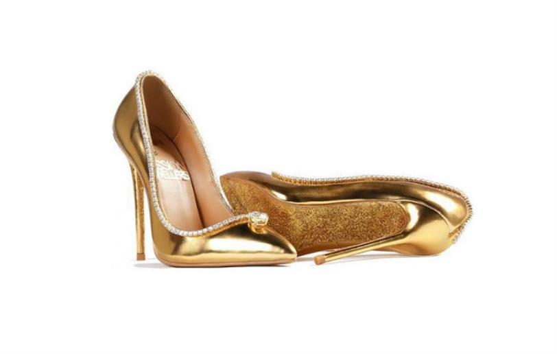 Más Mundo Oro Hechos De Los Y Diamantes Zapatos Del Caros Están ymwN8nv0O