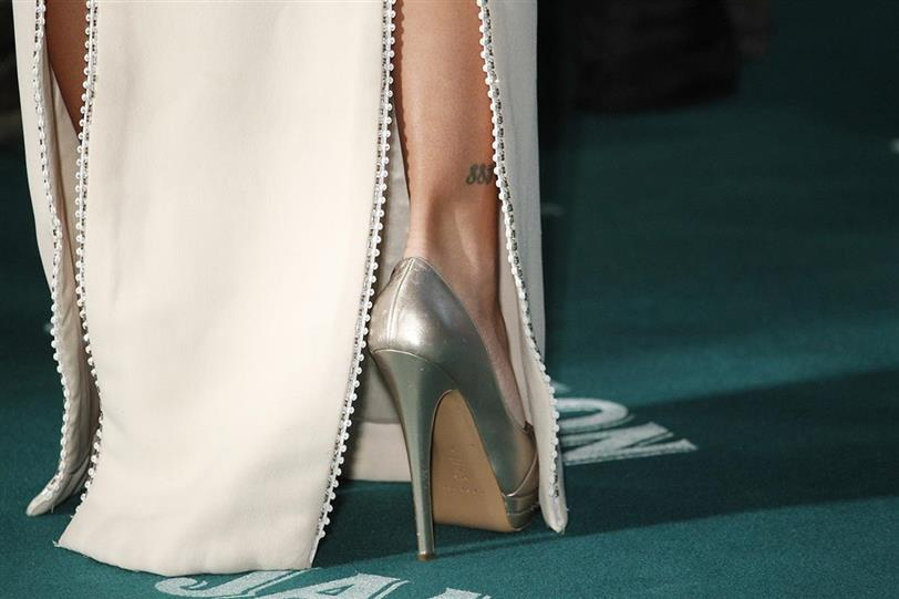 Los zapatos más caros del mundo están hechos de oro y diamantes ... ef64d9b6a877