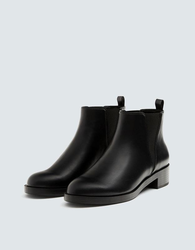 booties-woman-pull-bear.  Ankle boots in black
