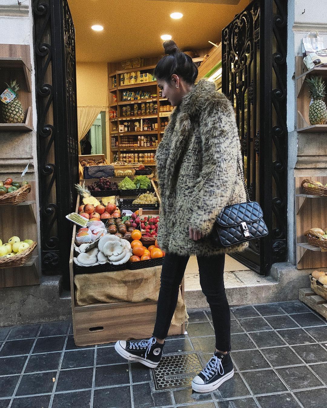 9cbcf8cd027 Cómo combinar ropa  abrigos con zapatillas que quedan muy bien - InStyle