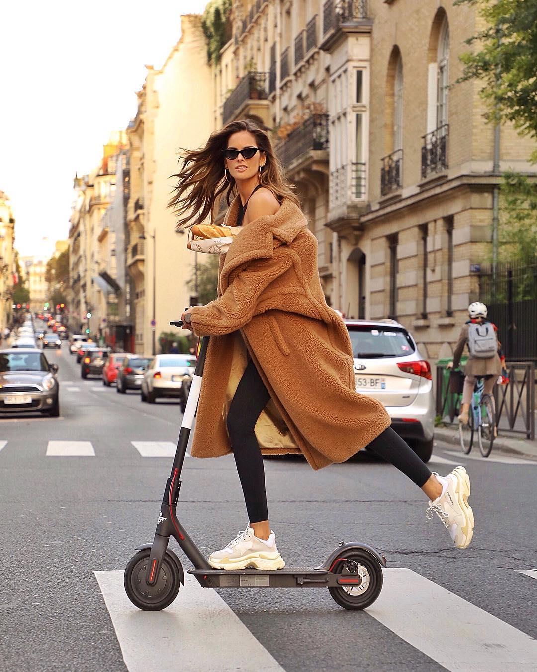 1551e28e736 izabel goulart abrigo zapatillas. Abrigo con zapatillas  la tendencia que  arrasa en Instagram este