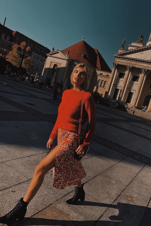 733b3e242 Como llevar la falda midi con estilo - InStyle