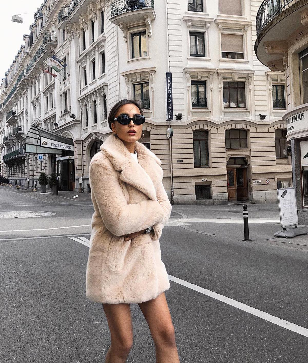 12fe4815a14 Abrigos de pelo sintético  los más de moda del invierno 2019 - InStyle
