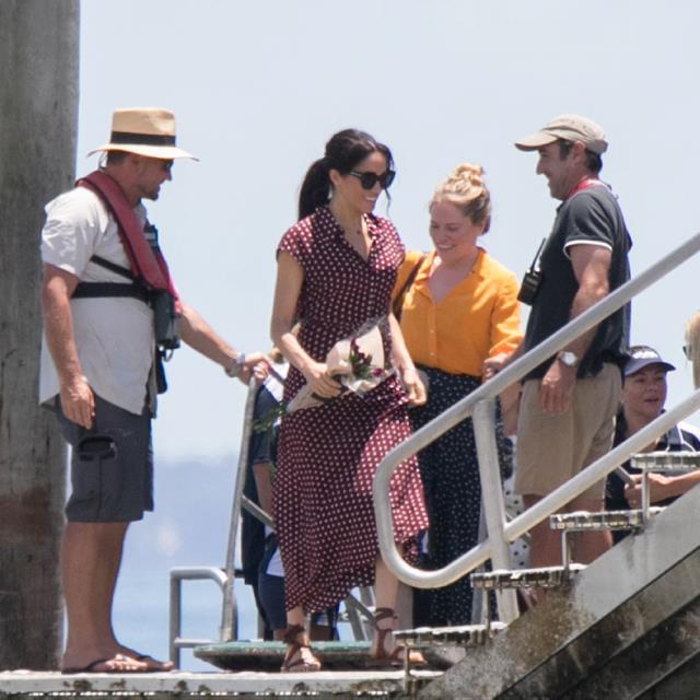 ab325a0c4 Meghan Markle con vestido de premamá de gala en Fiji - InStyle