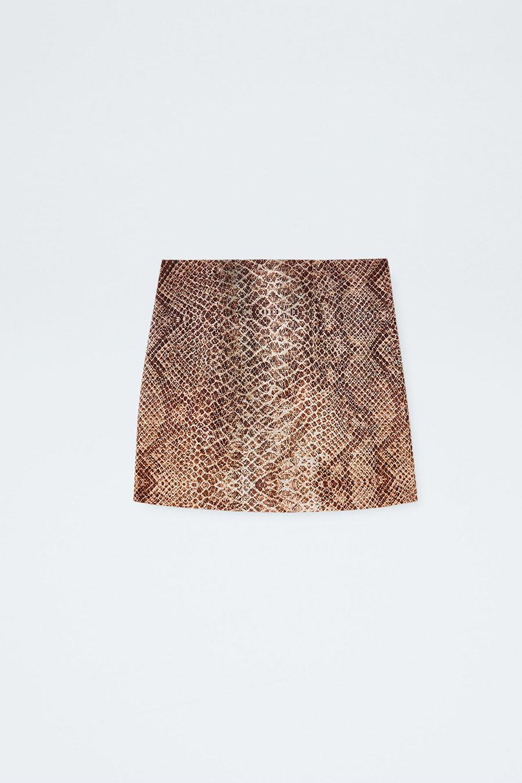 f744118a4c falda-mini-moda-piton-pull. Minifalda de pitón