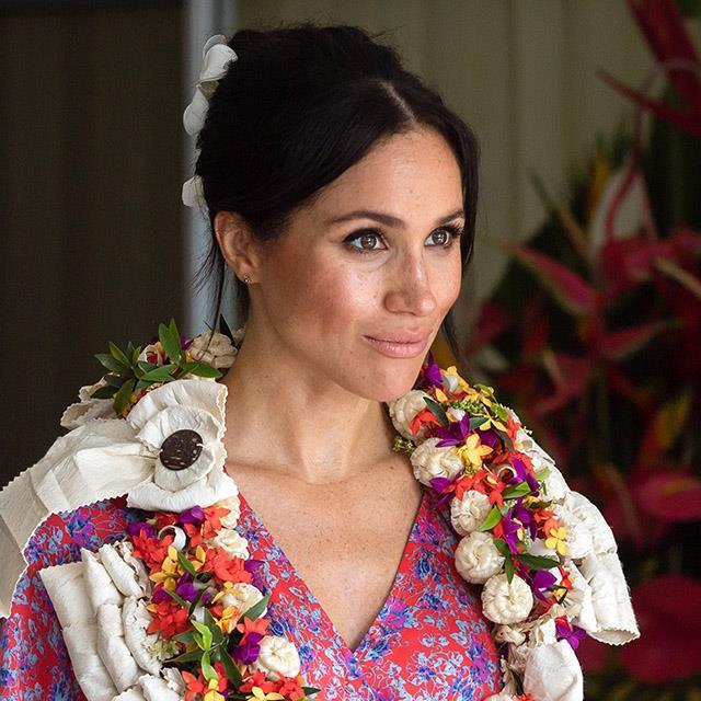 bad3574ff Meghan Markle y el vestido de flores (ya agotado) en su viaje a Fiji ...