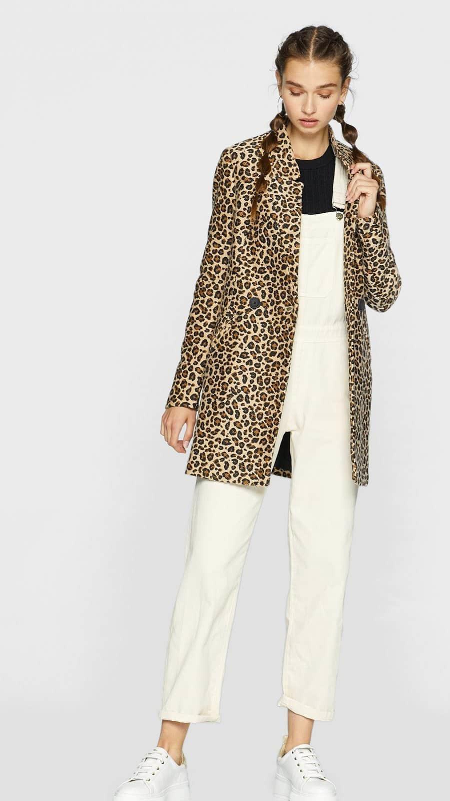 a763e57b0 Sofía Vergara y los abrigos de pelo sintético de leopardo del ...