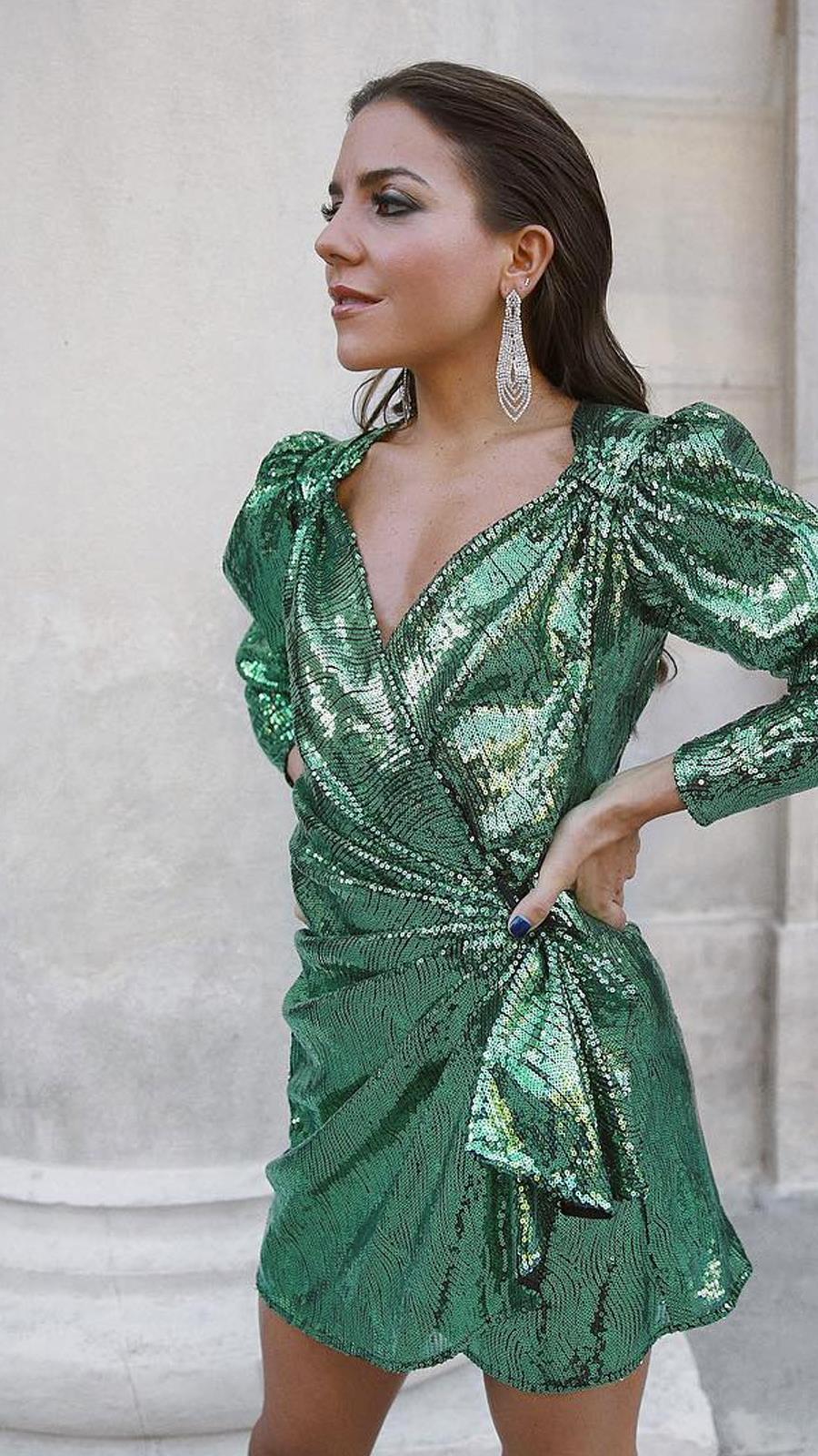 d7b188b89 Vestido de lentejuelas en verde menta de  mypeeptoes. El color de moda de  nuestros