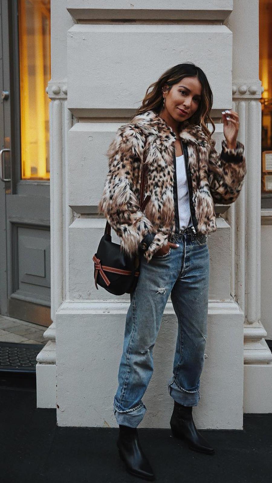 Abrigada y con estilo abrigo pelo sintético. ¿Abrigada y con estilo  e2b25dc0bf03