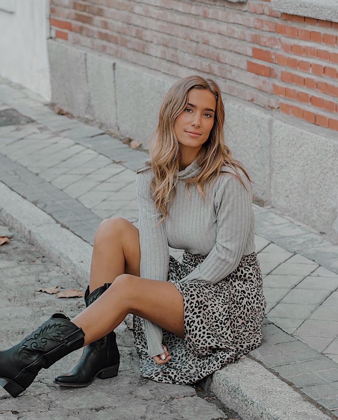 756b5a06bb Botas y botines mujer vistas en Instagram  las más de moda del 2019 ...
