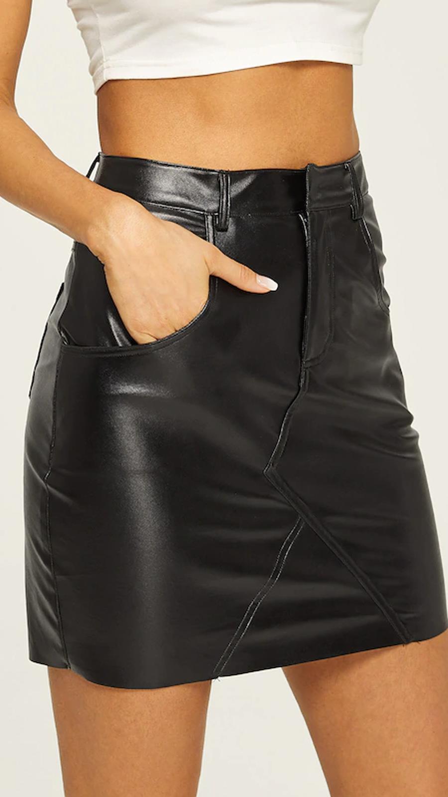 09ed427608 Falda ajustada de cuero sintético de She In (13 €). Las faldas de