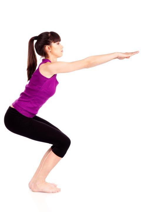 8 ejercicios para adelgazar sin salir de casa - InStyle ffcc7ce507bb