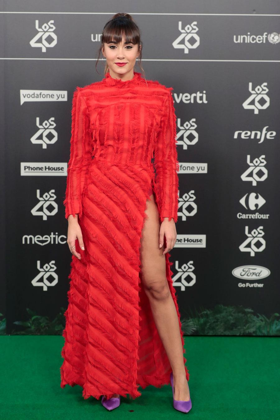 ee4109d6e como-combinar-un-vestido-rojo-aitana. Vestido rojo con abertura