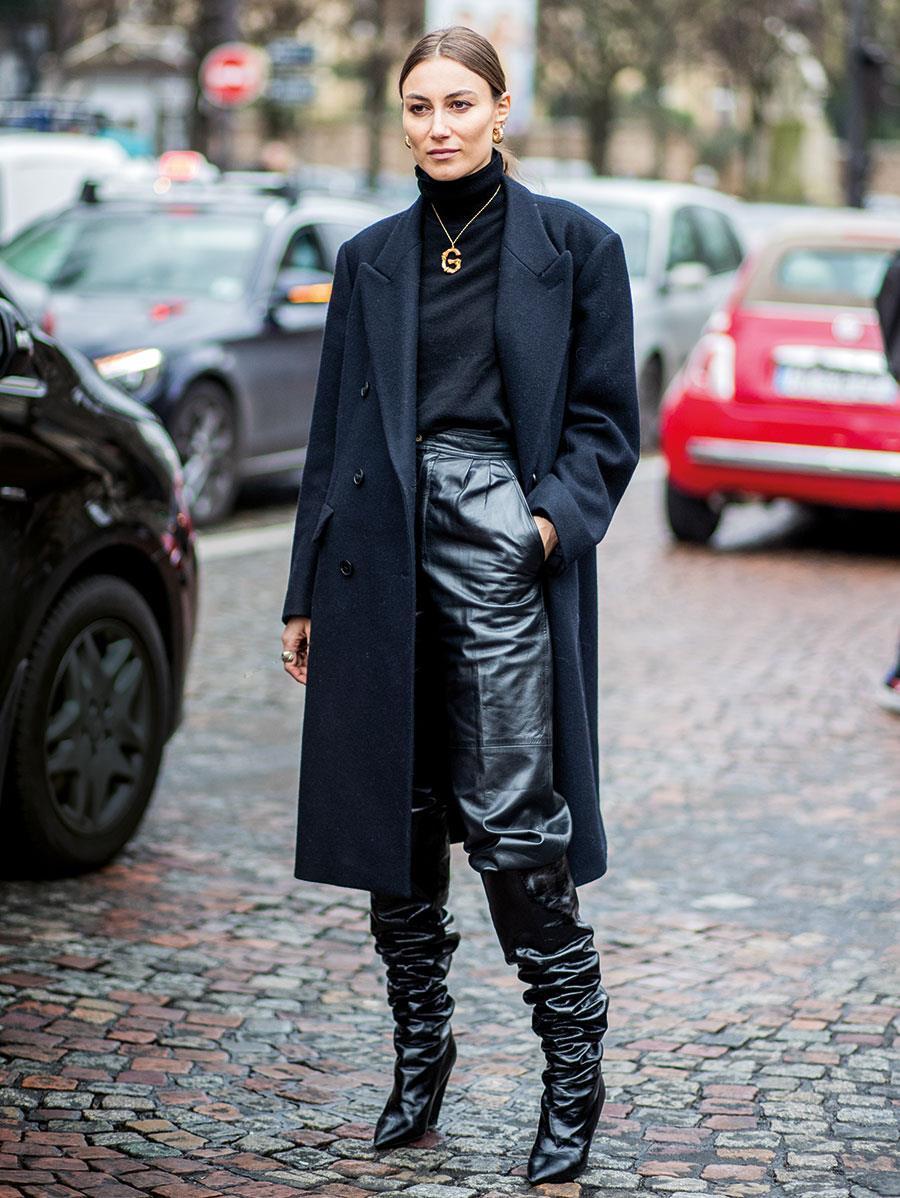 Pantalones de cuero mujer  cómo combinarlos con mucho estilo - InStyle 9141cc95bfe0