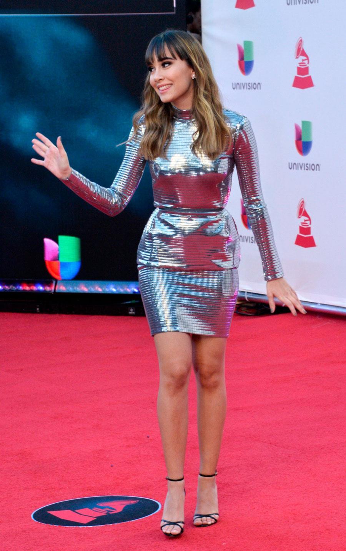 db0ae8494 Aitana se estrena en los premios Grammy Latinos vestida como Taylor ...