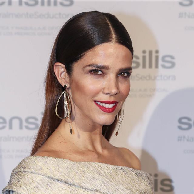 Juana Acosta tiene el perfecto maquillaje de fiesta para Navidad c2254c51735d