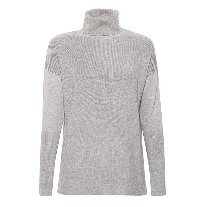 jersey-punto-cuello-vuelto. Jersey gris de punto fino y cuello cisne d7a343bcdf7fe