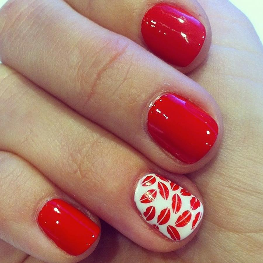 Uñas de nails secret. Uñas decoradas en rojo Ferrari