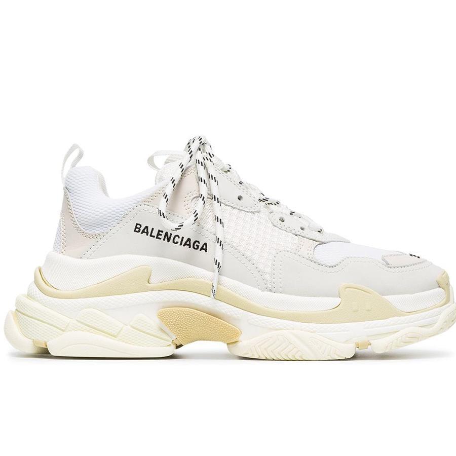 3978d96ca5193 Zapatillas blancas con suela gruesa de Balenciaga Disponibles en Farfetch  (772 €). Zapatillas