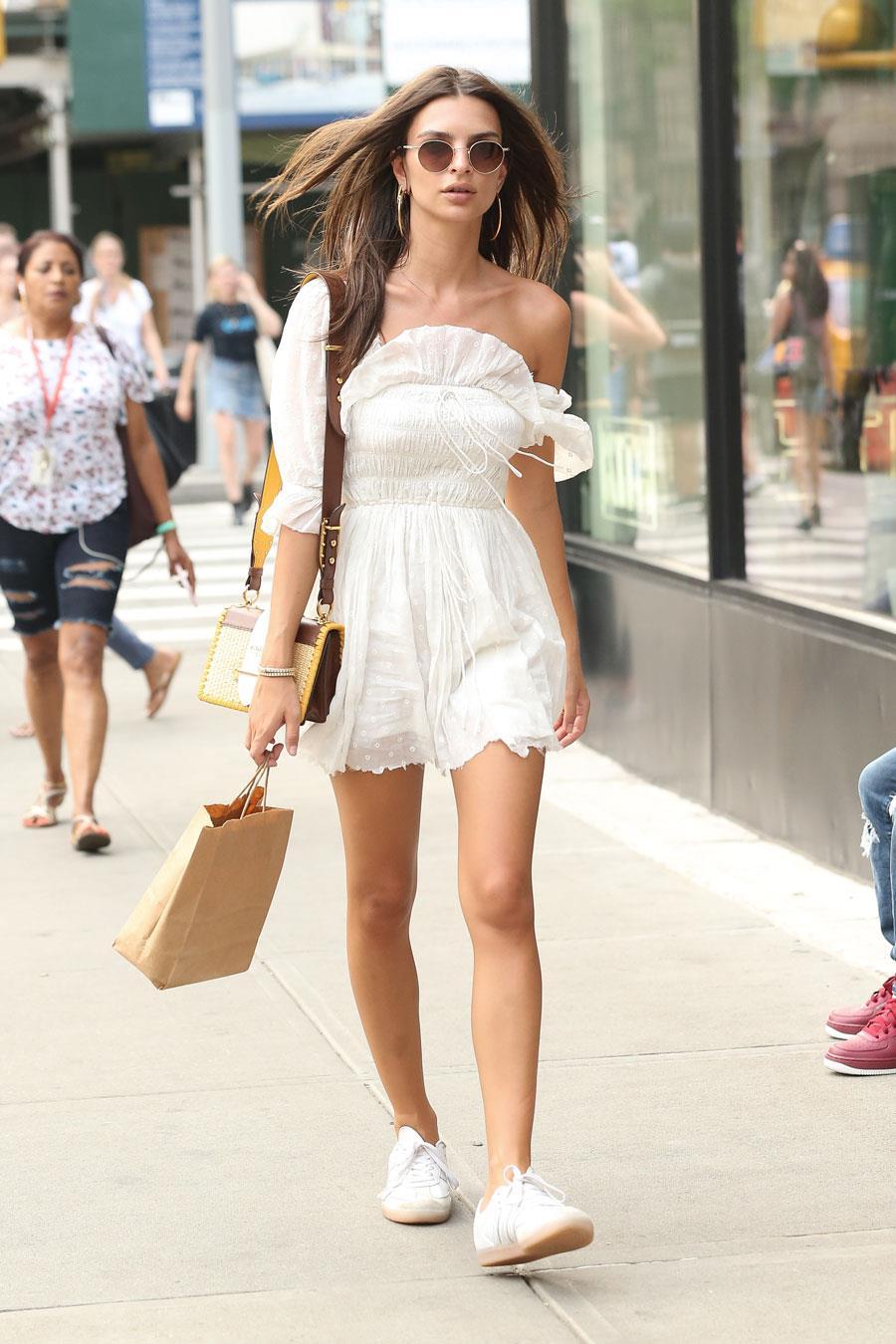 184c96597f 10 vestidos de moda 2019 que quedan mejor con zapatillas - InStyle