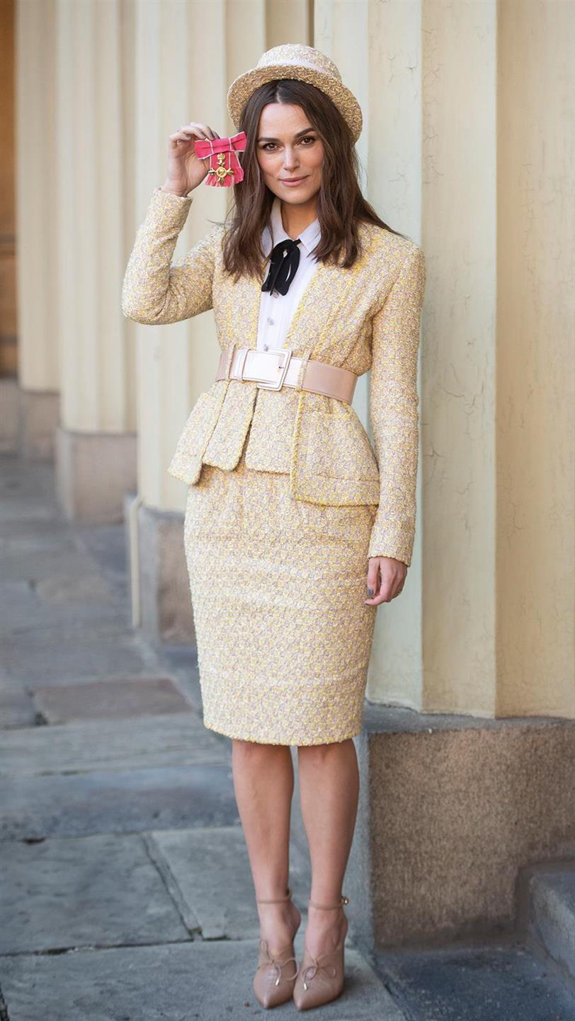 9514e437f Keira Knightley se inspira en Coco Chanel para su look más cool ...