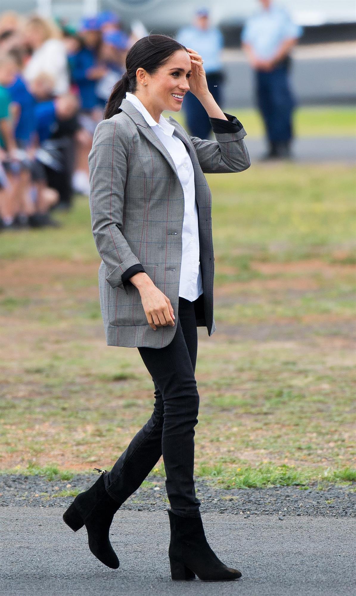 57d86a16a Todos los looks de moda que ha agotado Meghan Markle en 2019 - InStyle