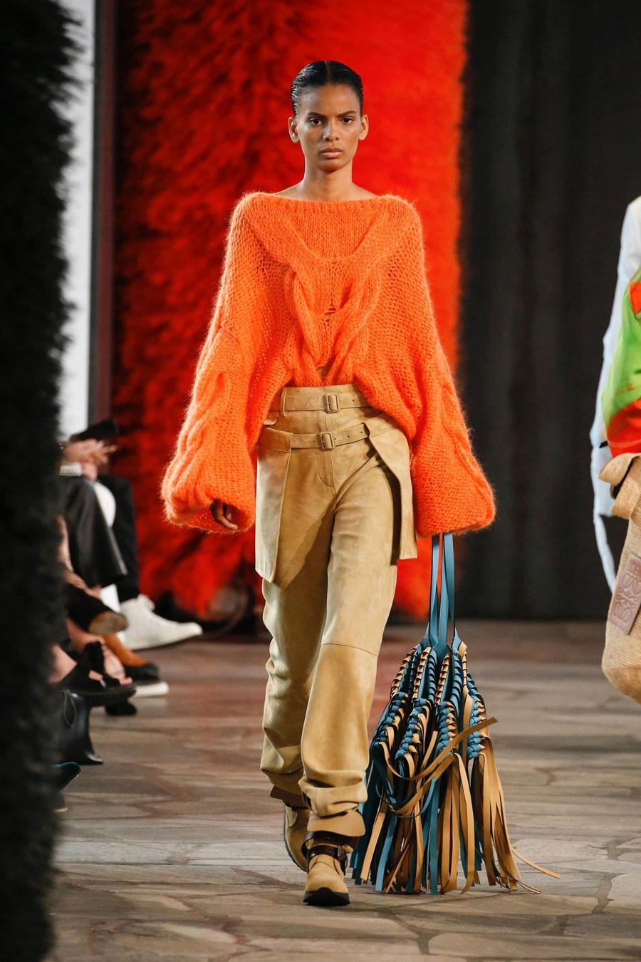 320d3463c59 colores-de-moda-naranja-loewe. Color naranja