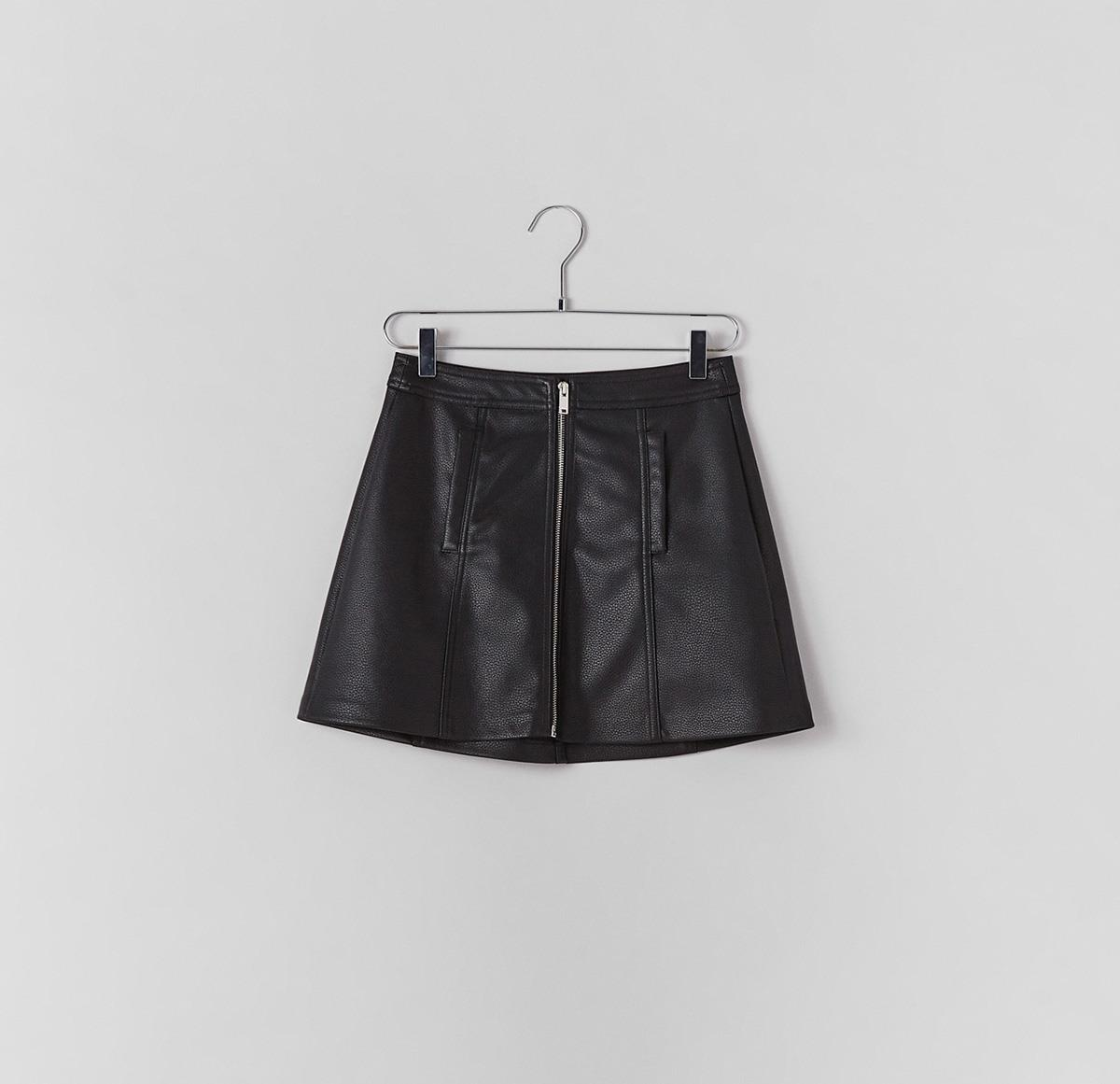 21fc83fa4d bershka-falda-efecto-piel. Falda de cuero de fiesta