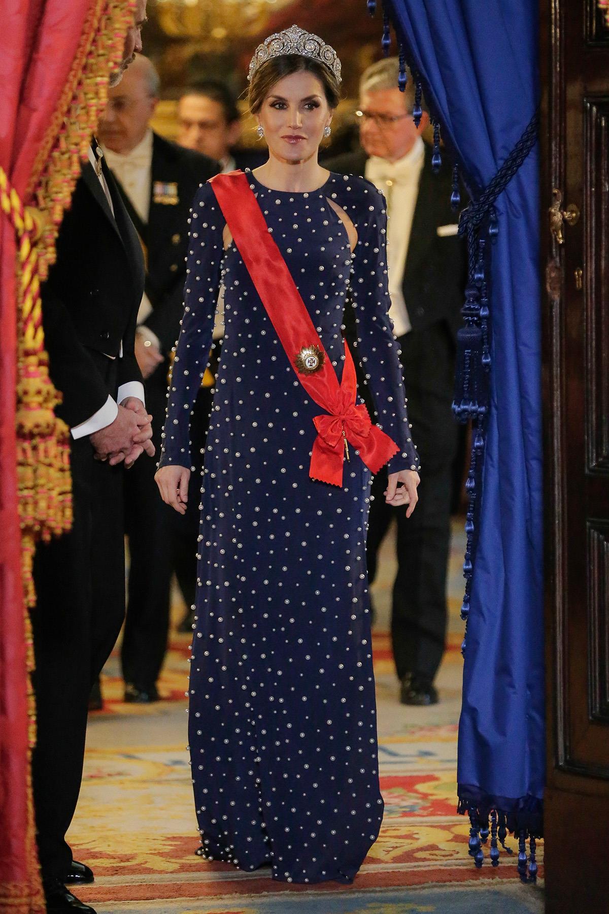 61b32f565b 10-letizia-lunares-vestido-presidente-portugal. TOP 7  El