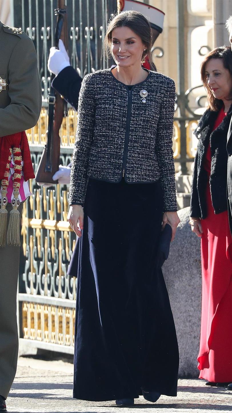 7ebf46f07 Letizia Ortiz demuestra que se puede llevar falda larga con ...